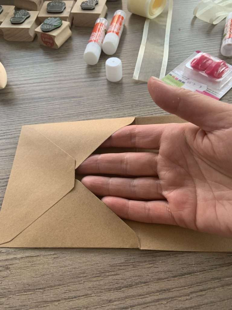 Opening envelop naar boven